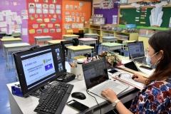 老師與家長以網上形式交流-3