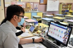 老師與家長以網上形式交流-4