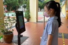 學生使用智能體溫檢測機